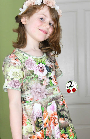 "Jersey ""Spring Flowers"", Rüschengummi ""Mary Lou"" genäht wurde eBook - ""Little-Rain-Day-Dress"" - Kleid - Paulina näht - Drehkleid/Sommerkleid - Nähen für Kinder/Mädchen - Tellerrock - Stoff & Schnitt - Schnittmuster - Glückpunkt."