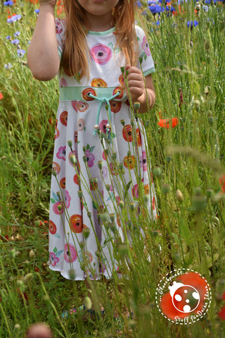 "Digitaldruck-Jersey ""Aqua Poppy"", Jersey ""Basic Love"", Kordel ""Hanni"", Perlen genäht wurde das eBook - ""Little-Rain-Day-Dress"" - Kleid - Paulina näht - Nähen für Kinder/Mädchen - Drehkleid - Tellerrock - Sommerkleid - Glückpunkt."