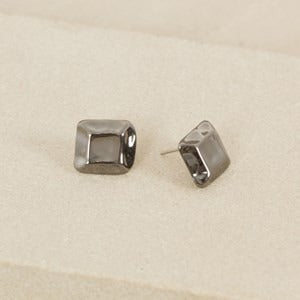Earing Adorne Beaten Facet Square