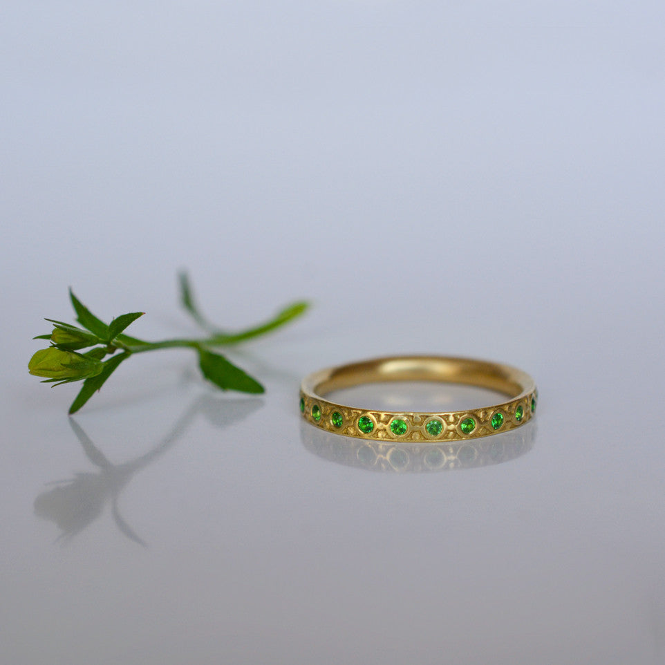 Band Ring - 18k solid gold & Tsavorite