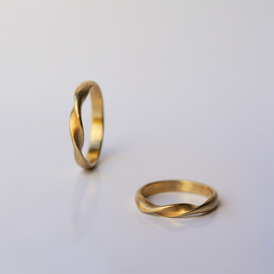 Twisted Wedding Ring - solid gold