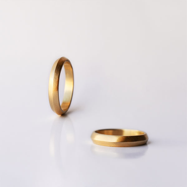 Triangle medium Wedding Ring - solid gold