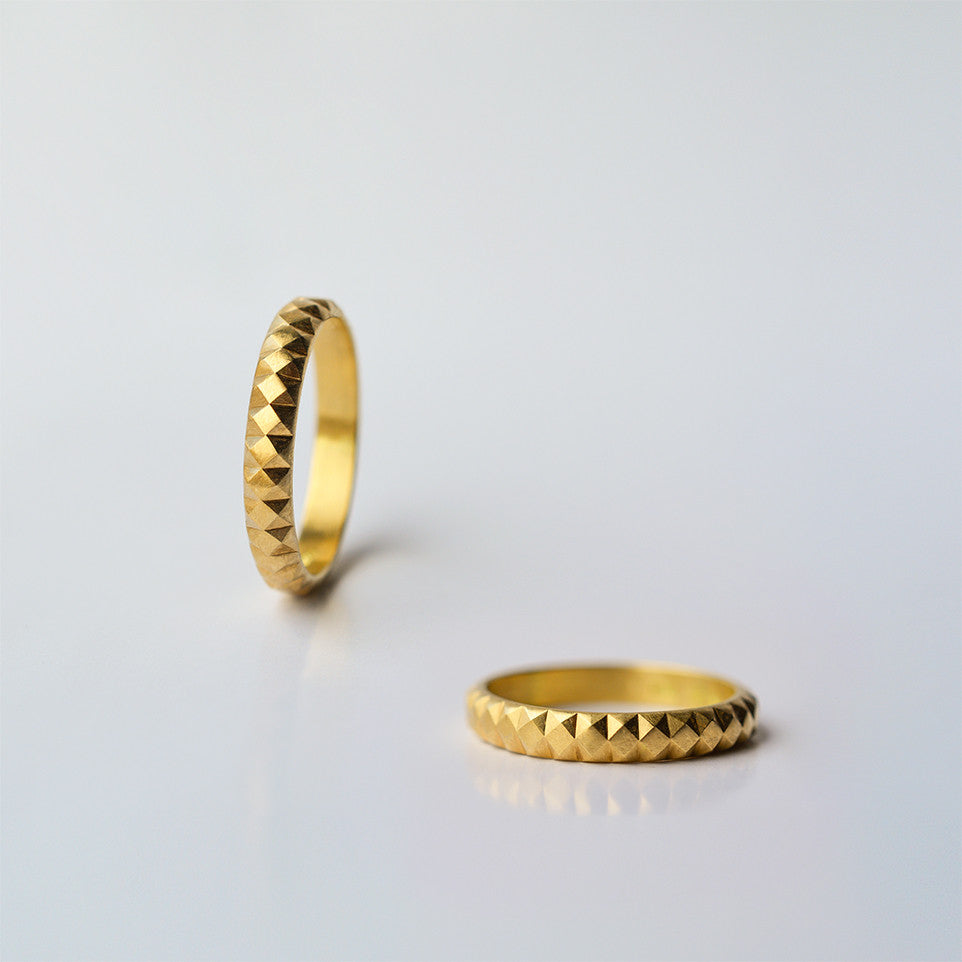 Pyramids Wedding Ring - solid gold