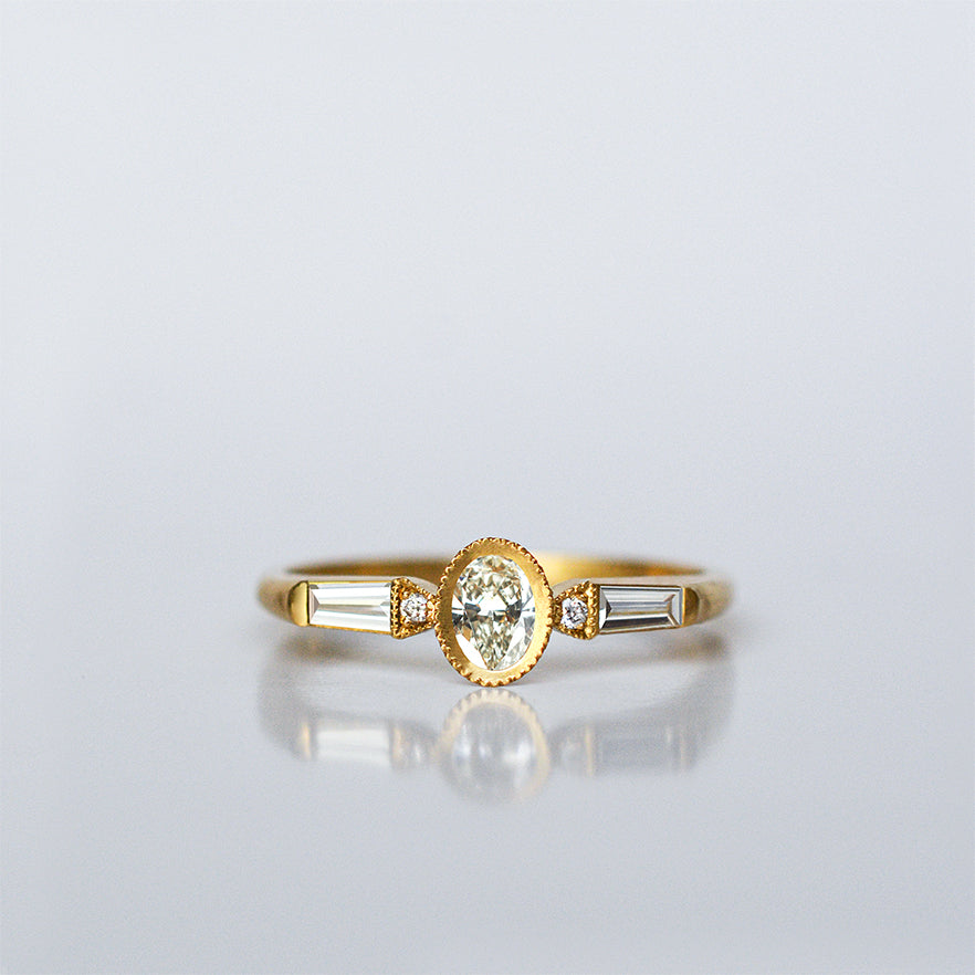 Oval Taper Ring - 18k gold & Diamonds