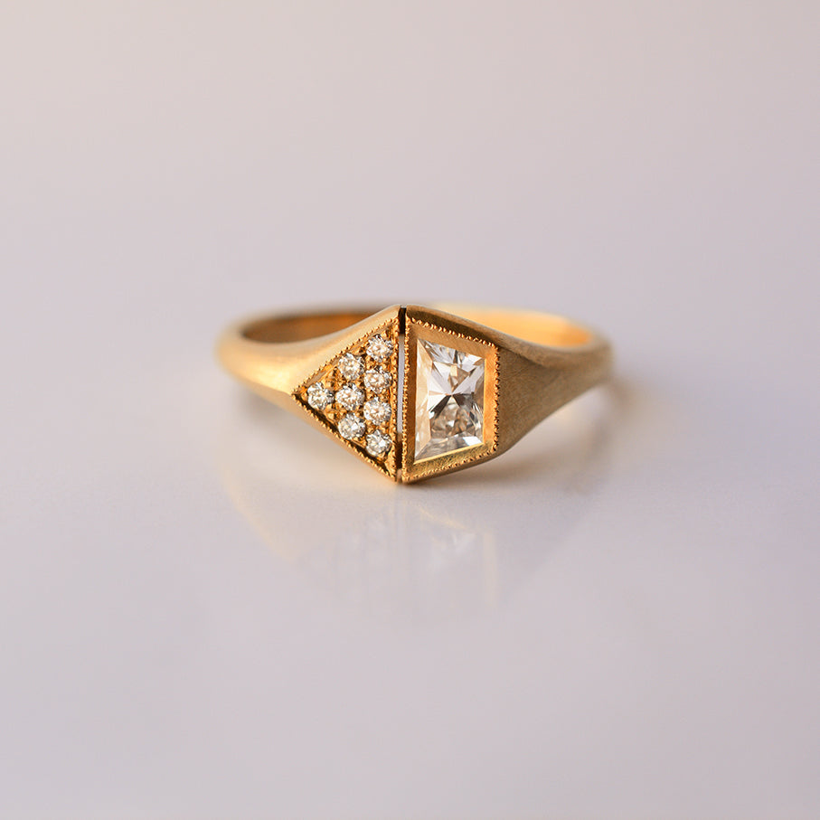 Pentagon Trapezoid Ring - 18k gold & Diamonds