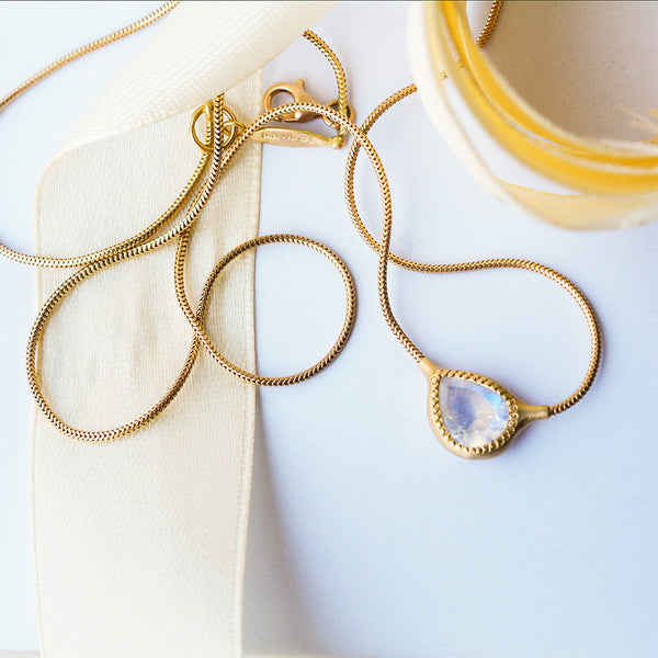 Drop necklace - 18k gold & Moonstone