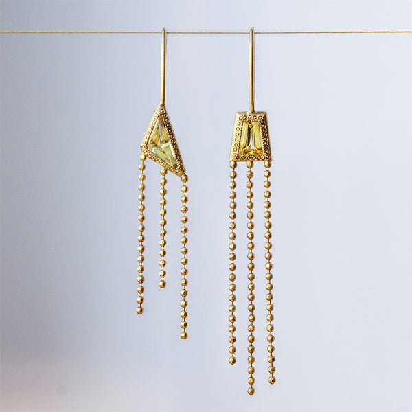 Asymmetric earrings - 18k solid gold & Yellow Sapphire.