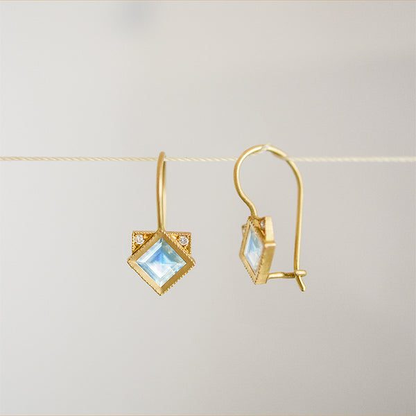 Temple earrings - 18k solid gold & Moonstone