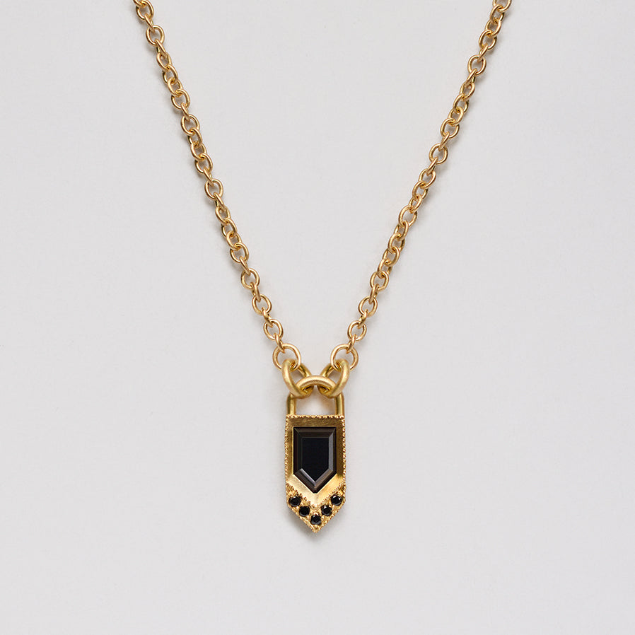 Black Flag necklace - 18k solid gold & Onyx