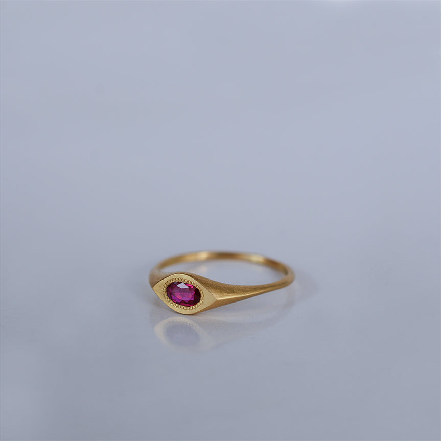 Oval eye ring - 18k solid gold & Ruby