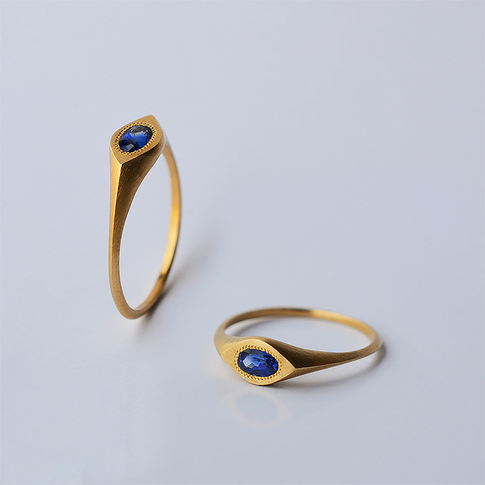 Oval eye ring - 18k solid gold & Sapphire