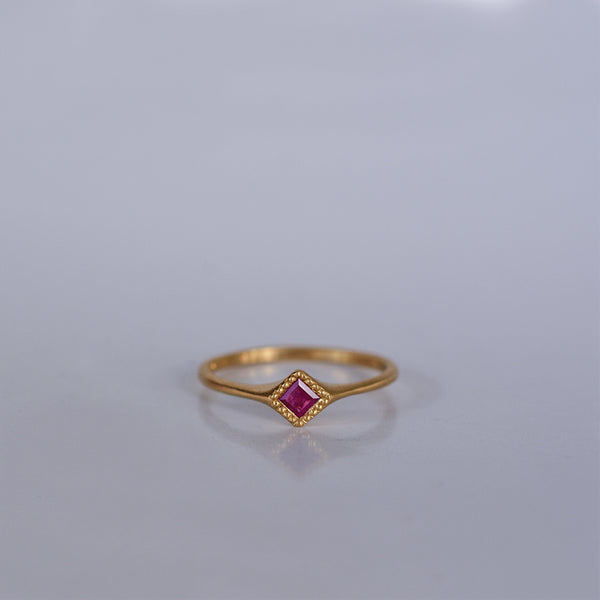 Rhombus ring - 18k solid gold & Ruby