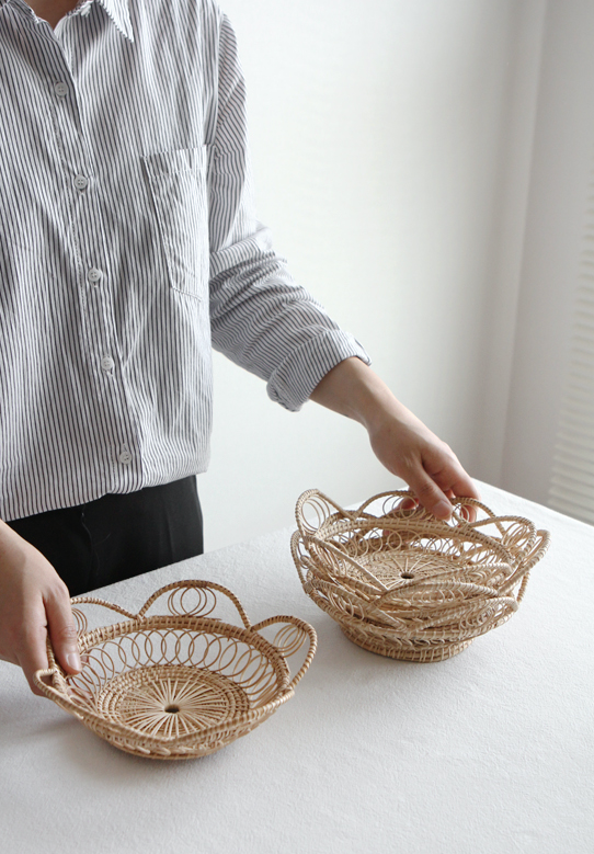 Rattan Round Petal Tray in Medium Size