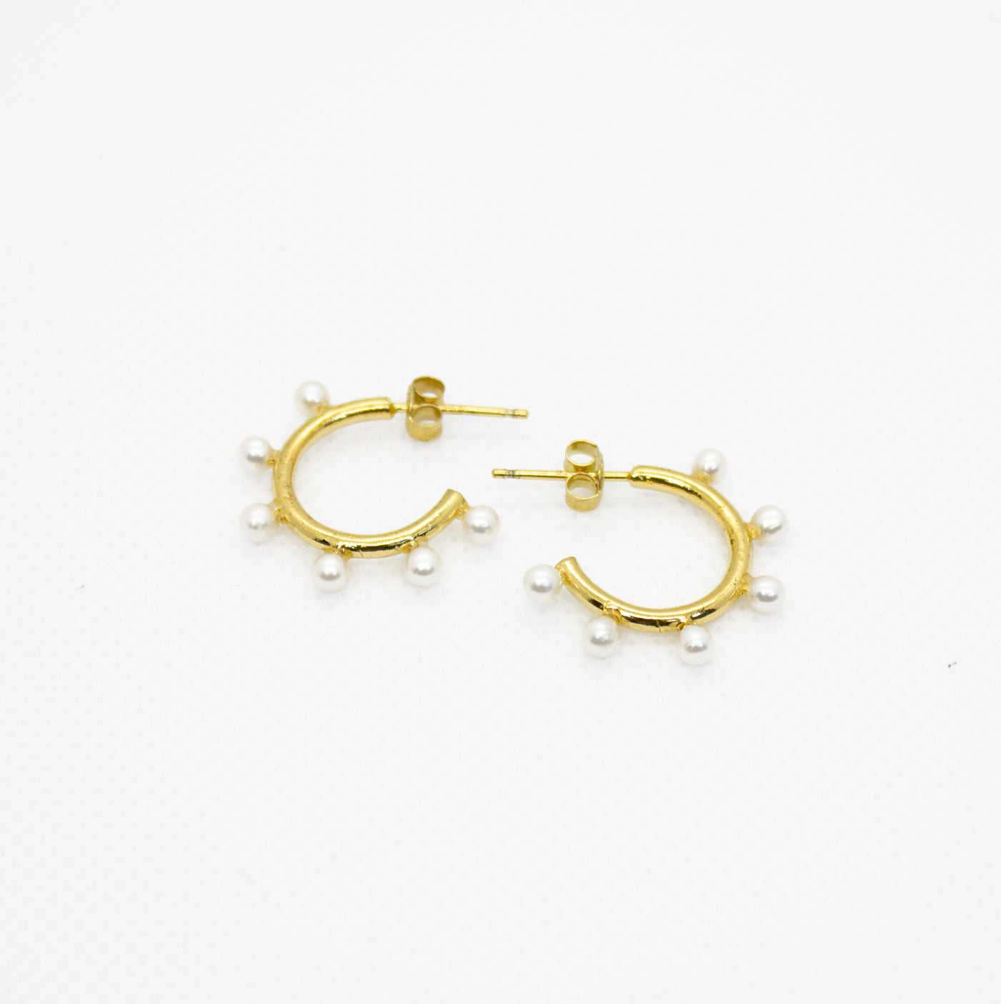 Earrings with Open Hoops with Small Pearls