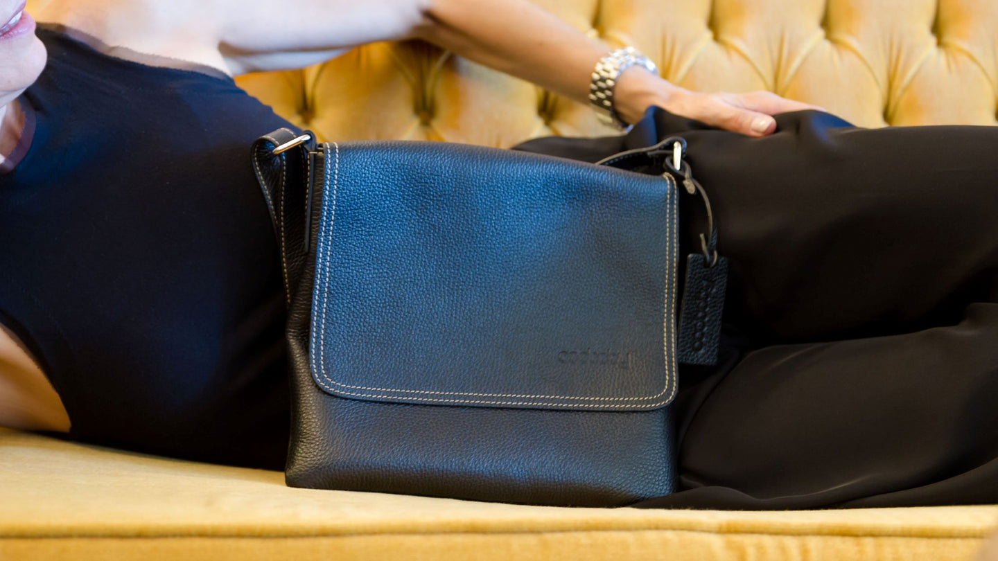 Italian leather handbag for the modern woman, fashion and function, Italian leather, crossbody bag, handbag, affordable luxury, pebbled leather, designed in Canada, Canadian designer, Canadian Brand, Luxury handbag, accessory, handbag accessory