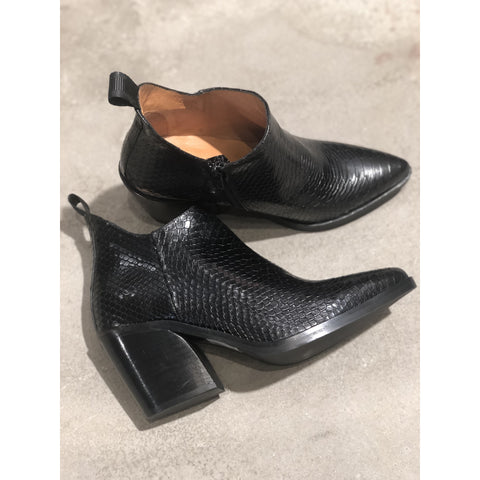 Via Vai - Blake Zarate Black Ankle Boots