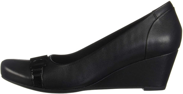 Clarks Women's Flores Poppy Wedge Pump,black leather,7.5 B(M) US
