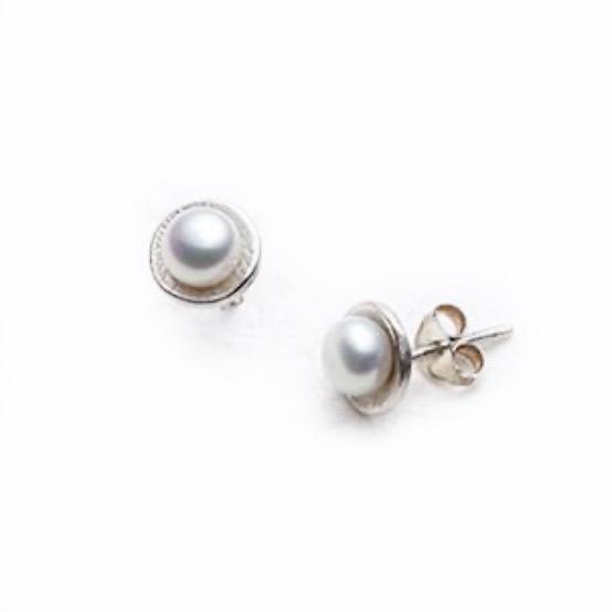 Silver Disc Stud Earrings with White or Peach Pearl - Cynabar Boutique