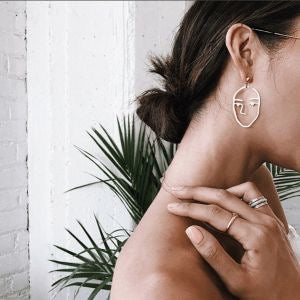minimalist-jewellery-face-to-face-earrings