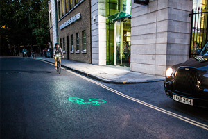 Beryl / Blaze Laserlight Core projects a green bike symbol onto the road
