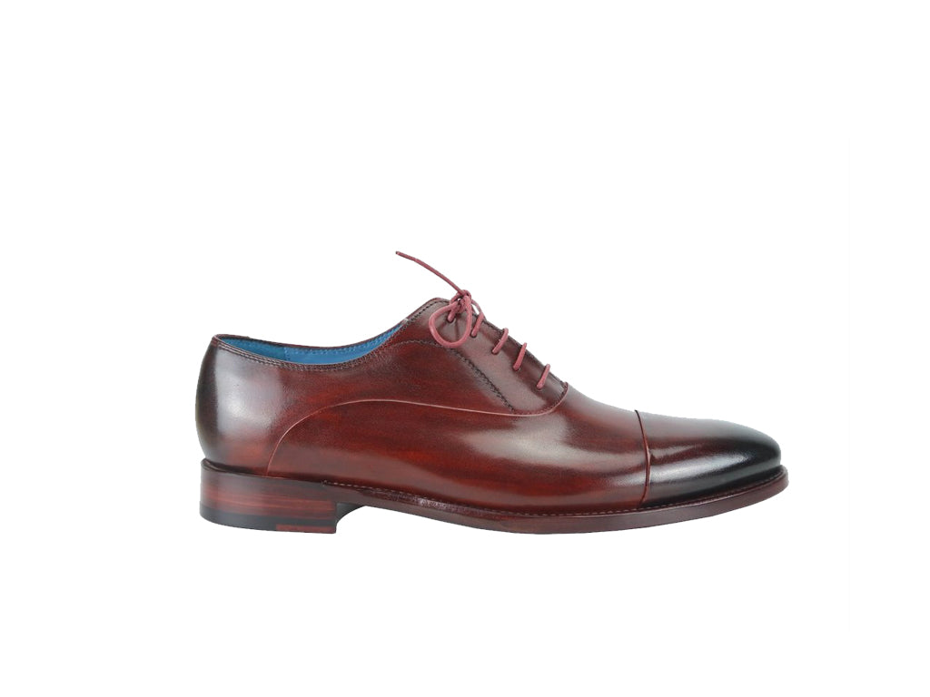 The Classic Oxford shoes in burgundy patina with black burnish