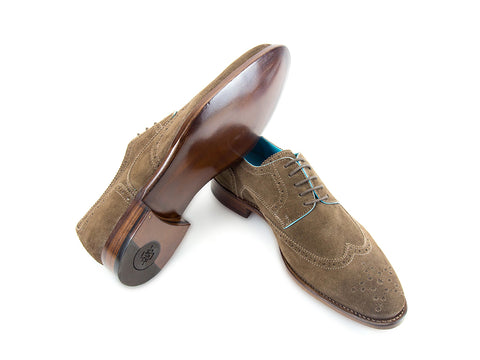 Wang Tai Derby wing tip shoes in dark sand Italian suede