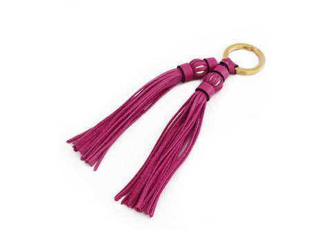 Saigon tassel pearl gold key ring, fuxia pebble grain leather