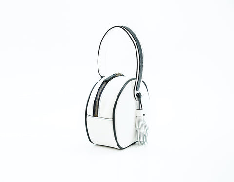 Luna handbag in pebble grain leather white with black piping