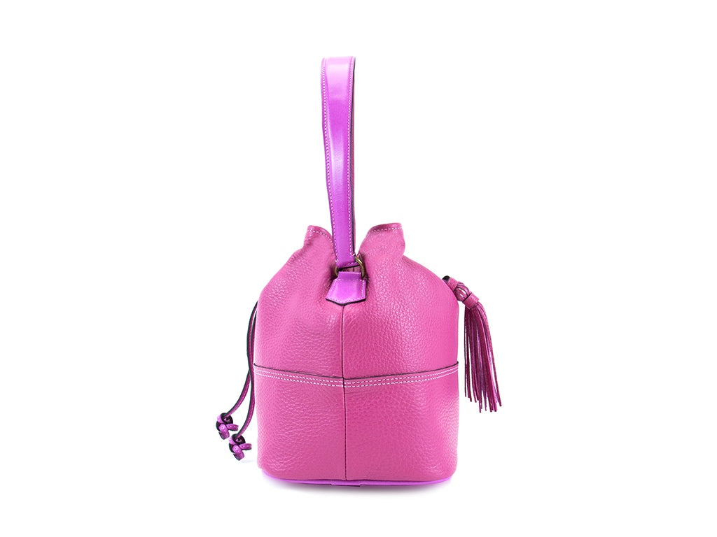 Noel ladies hand bag in fuxia pebble grain leather