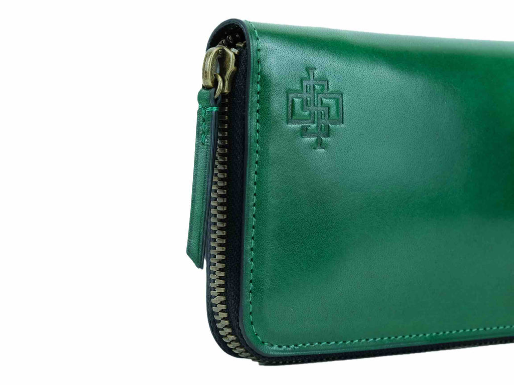 Phileas travel wallet in custom colors and Italian green leather