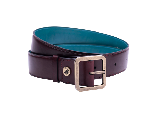 Our artisan made leather belt for men and women with hand painted coloured patina and French made custom made buckle in antique brass. These 4cm width belts are good for jeans and chinos. Made with Italian crust leather and also the lining side is real leather. Here shown in burgundy hand painted hand colored patina.