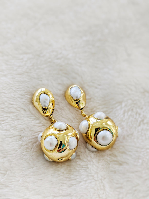 Gold and pearls earrings