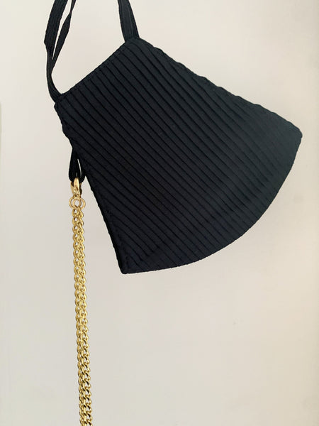 PLEATED MASK & CHAIN SET - Black & Gold