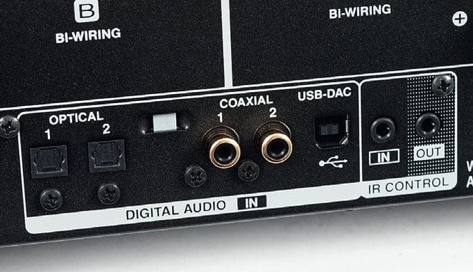 USB-DAC supporting 11.2-MHz DSD and 384-kHz/32-bit PCM