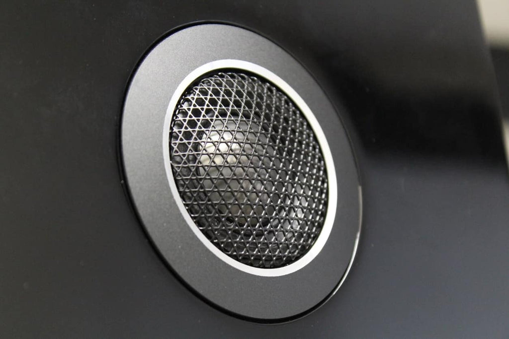 Audiophile-grade Carbon Dome™ tweeter