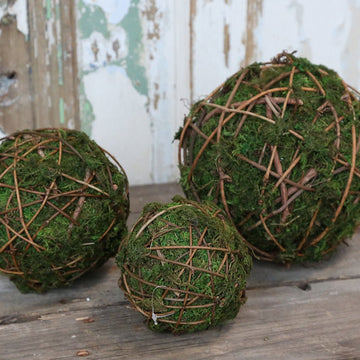 MOSS BALL WITH TWIGS