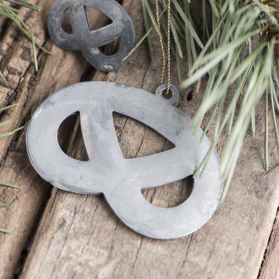 ZINC PRETZEL WITH BRASS WIRE
