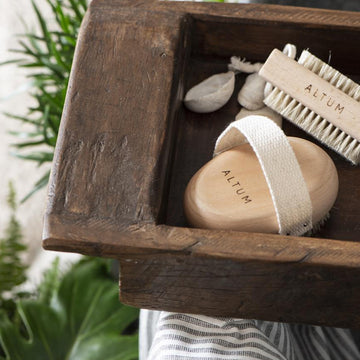 WOODEN BATH BRUSHES