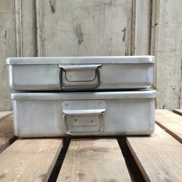 SMALL VINTAGE 1940'S ALUMINIUM DINNER TRAY