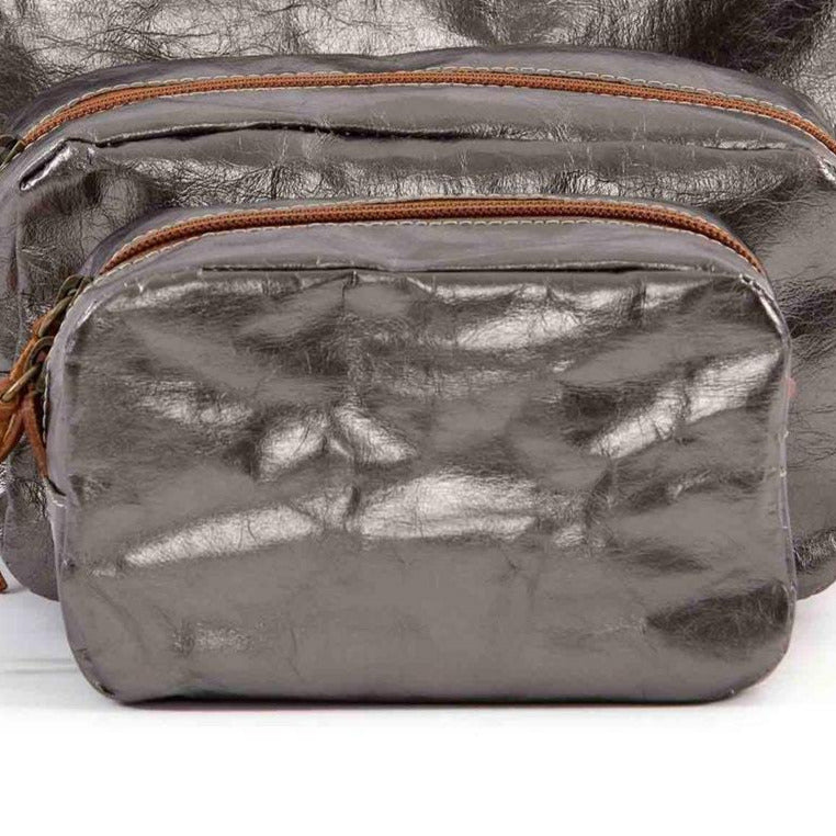 UASHMAMA METALLIC WASHBAG | PEWTER
