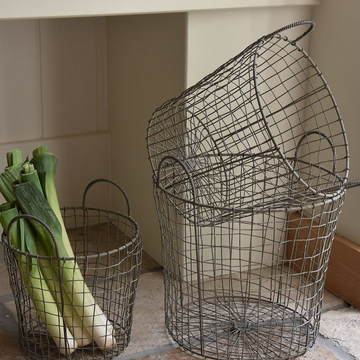 WIRE BASKET WITH HANDLES