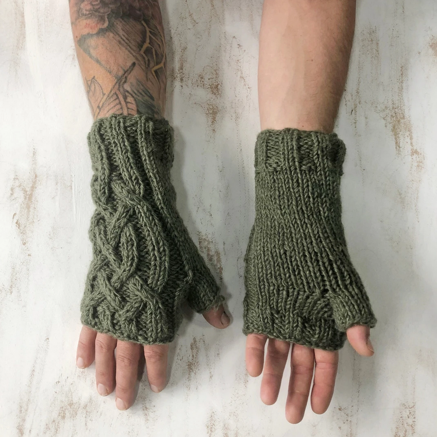 CABLE KNIT WOOL LINED WRISTWARMER GLOVES | MOSS GREEN