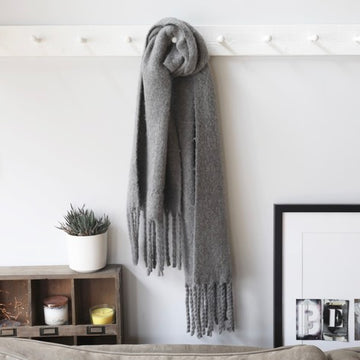 GREY WINTER TASSEL SCARF