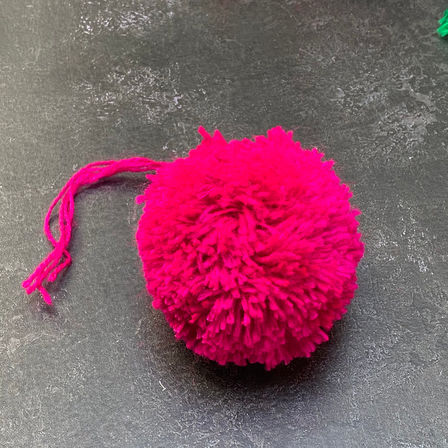 DECORATIVE POM POM