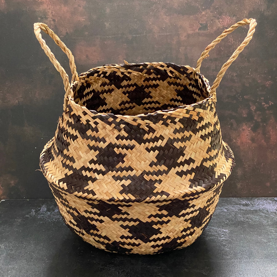 PATTERNED SEAGRASS BASKET