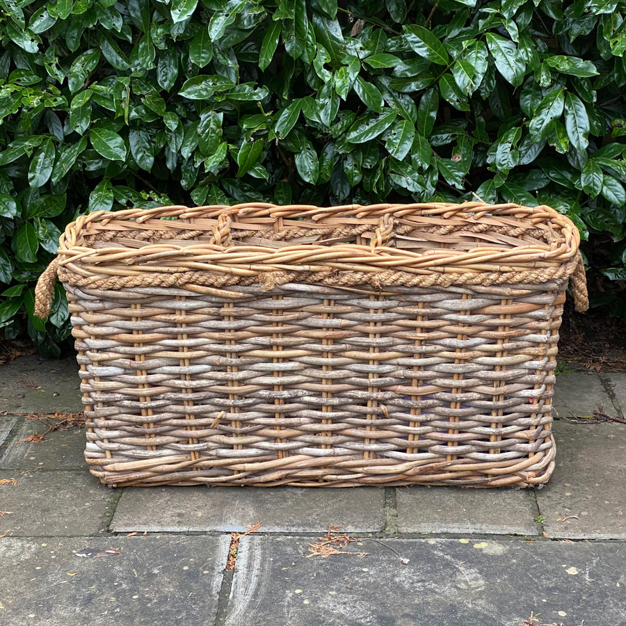 VINTAGE HALLWAY STORAGE BASKET WITH 3 SECTIONS