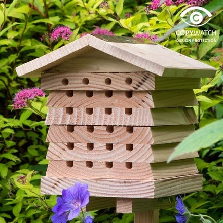 Interactive bee hive by Wildlife World - Peach Perfect