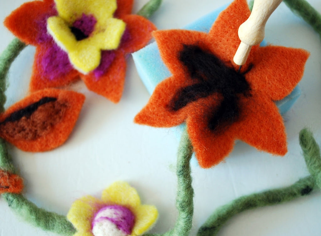 De Witte Engel Felting Flower Kit  - 4