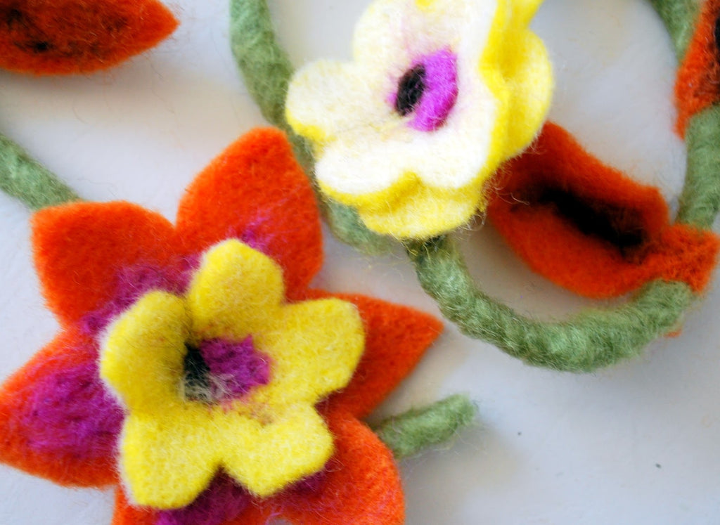 De Witte Engel Felting Flower Kit