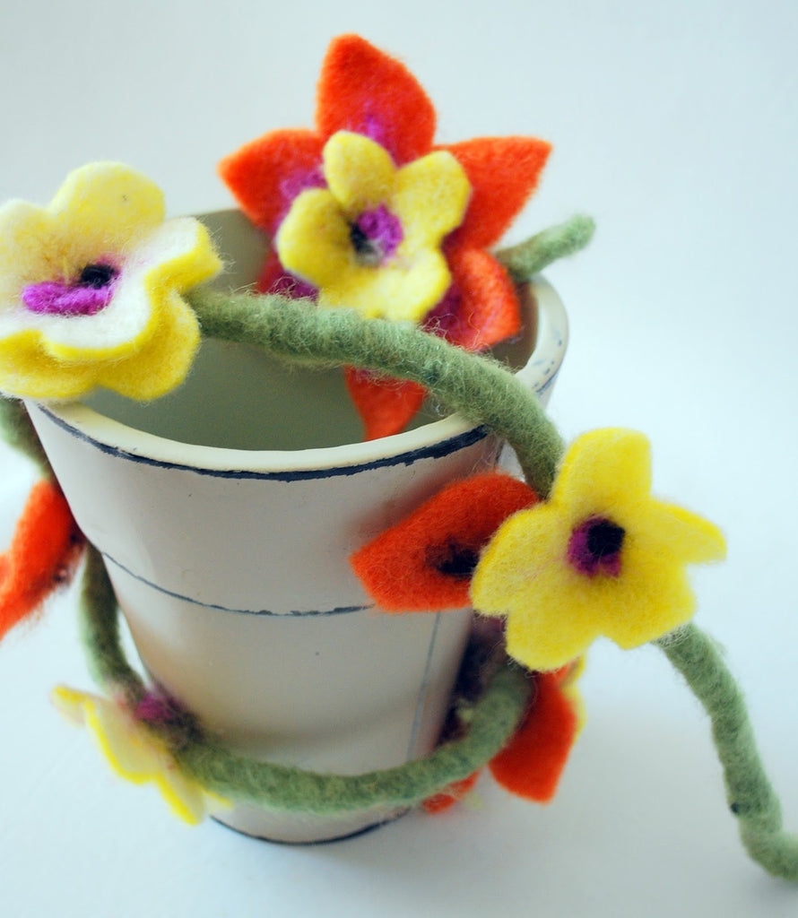 De Witte Engel Felting Flower Kit  - 3